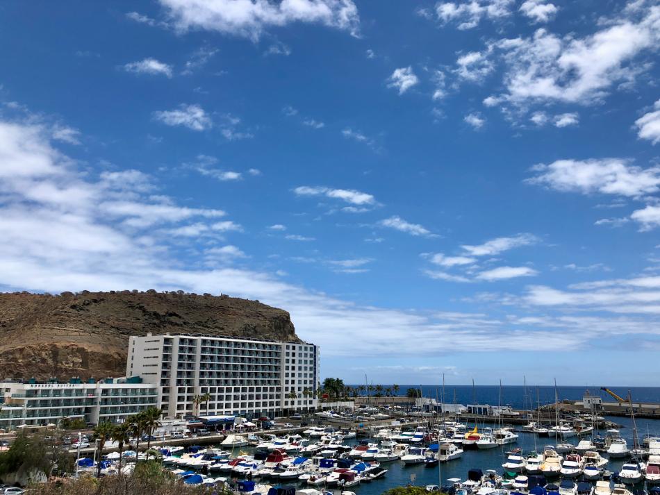 Appartementen bij de haven van Puerto Rico in Gran Canaria