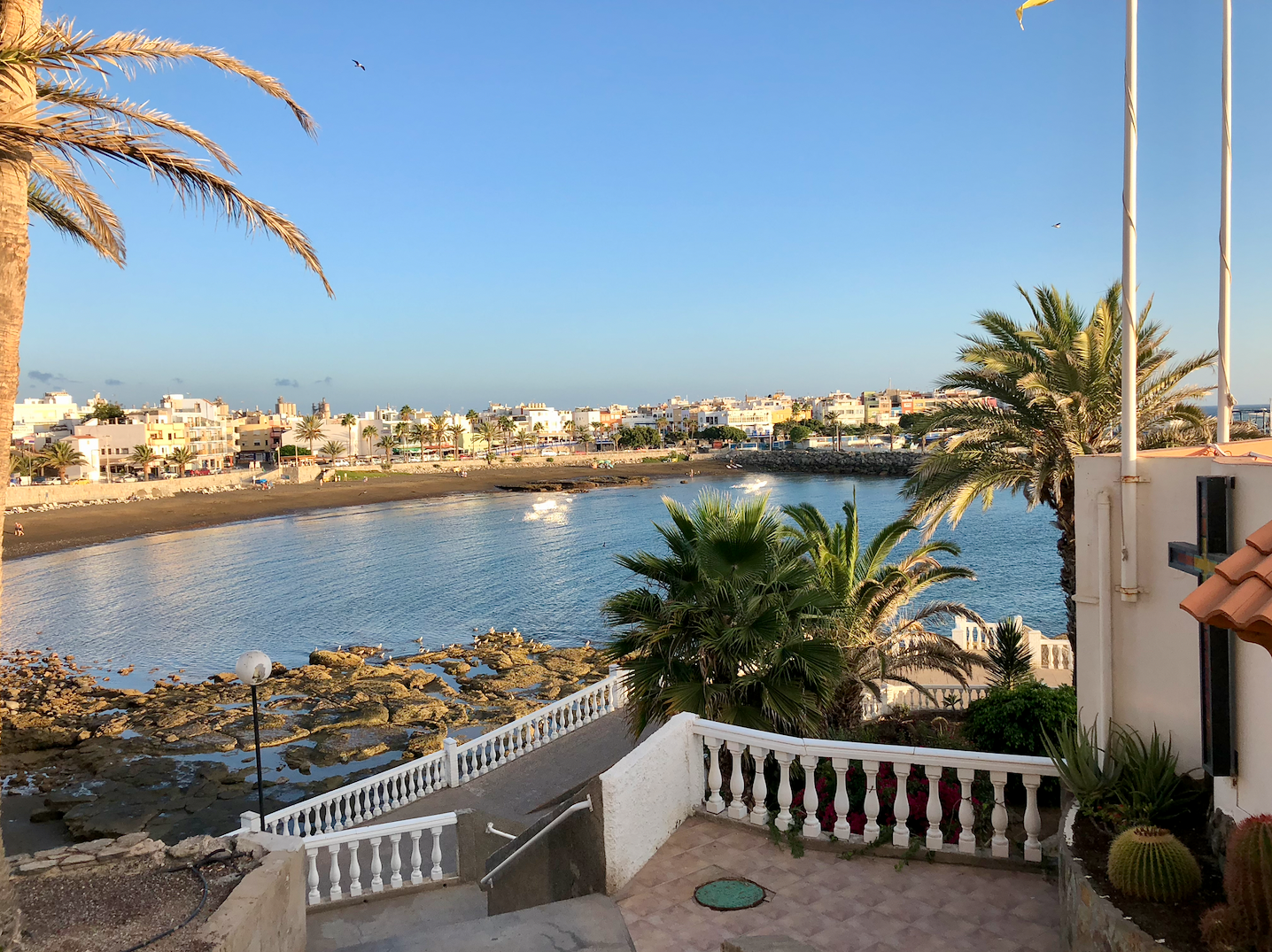 30 redenen om naar Gran Canaria te emigreren - Strand Arguineguin