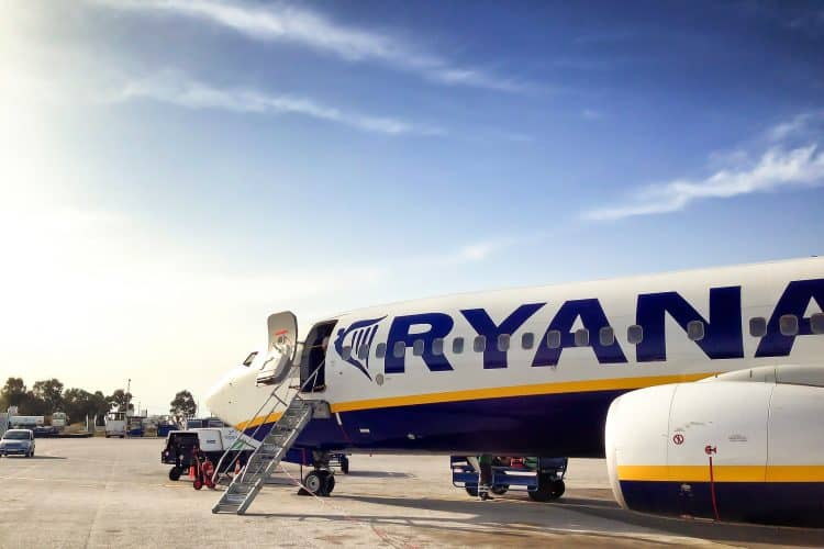 Emigreren Gran Canaria - Mis het niet: de Ryanair Black Friday uitverkoop is gestart! - Ryanair vliegtuig