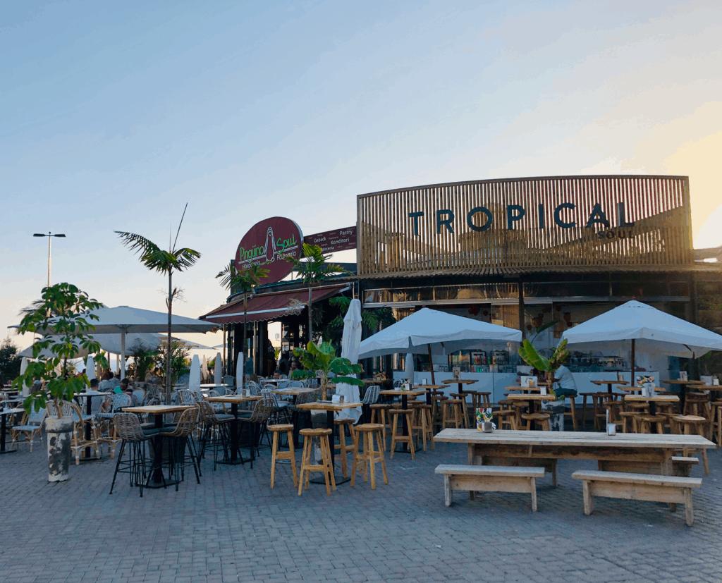 Terras en restaurants aan de boulevard van Meloneras in Maspalomas op Gran Canaria