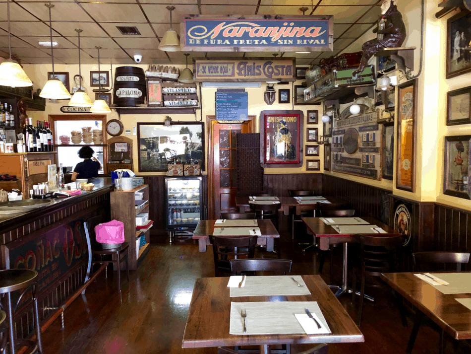 Emigreren Gran Canaria - Restaurant review - Tapas eten bij El Picoteo in San Fernando - Eetgedeelte binnen Picoteo San Fernando