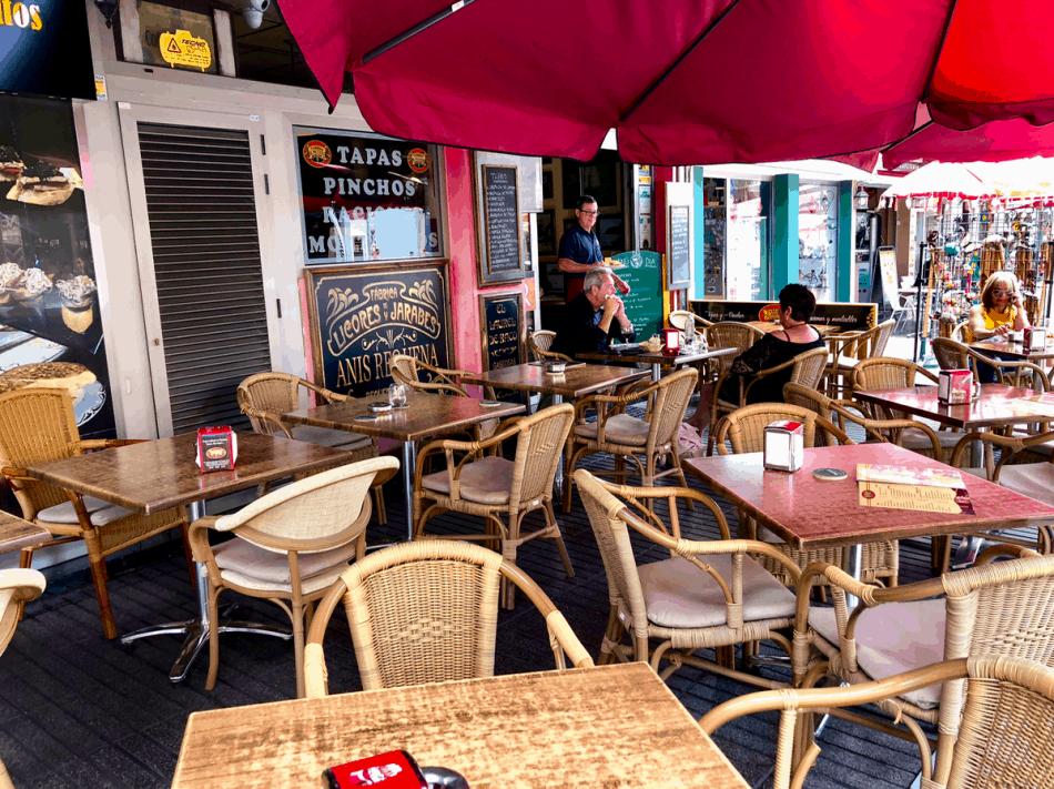 Emigreren Gran Canaria - Restaurant review - Tapas eten bij El Picoteo in San Fernando - Terras El Picoteo San Fernando