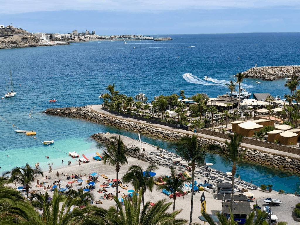 Hartvormige eiland Maroa bij Anfi del Mar