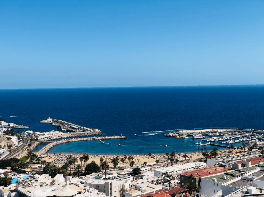 Puerto Rico strand en baai op Gran Canaria