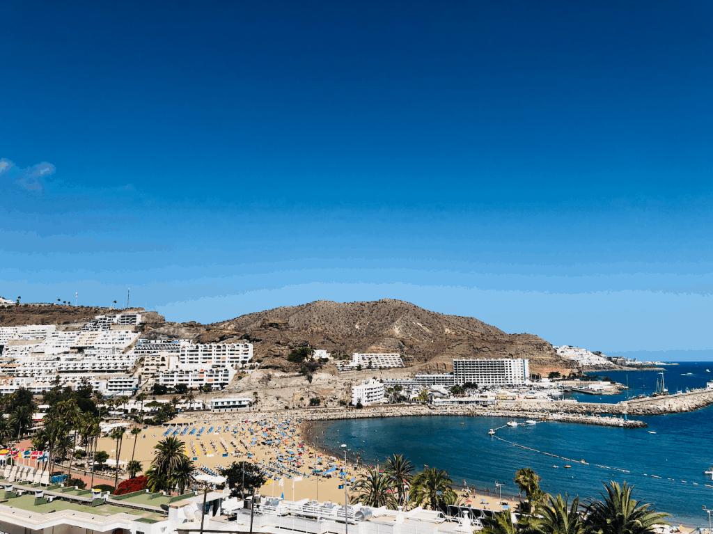 Puerto Rico strand op Gran Canaria van bovenaf