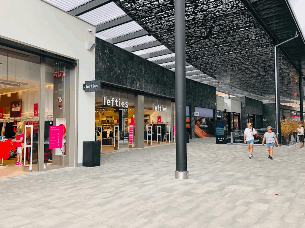 Winkels in de Mogan Mall in Puerto Rico