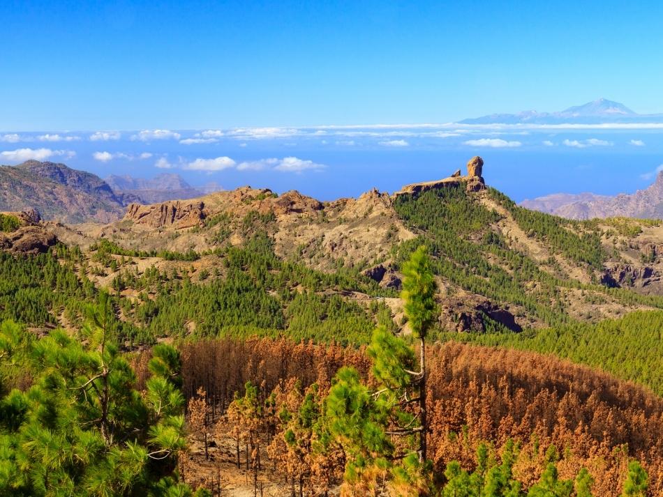 Uitzicht op Roque Nublo en het buureiland Tenerife de leukste outdoor activiteiten op Gran Canaria